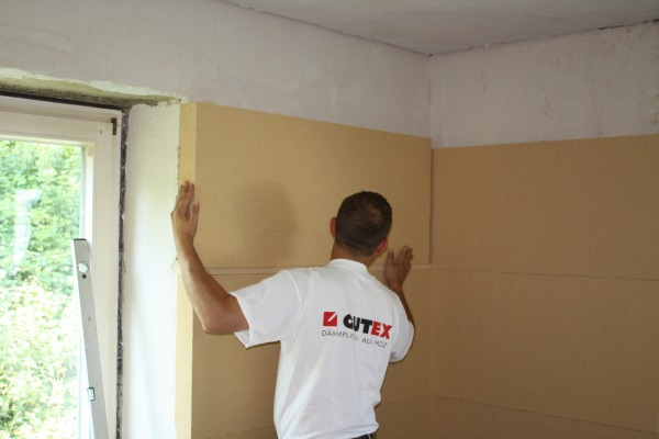 Gutex Thermoroom being stuck onto a wall using a capillary active adhesive