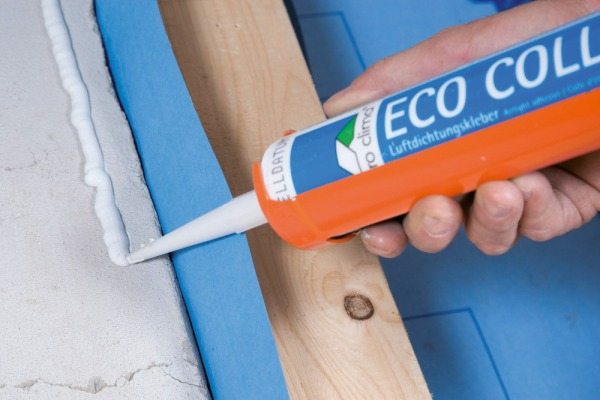 Eco Coll adhesive being used to stick a DB+ membrane to a solid wall