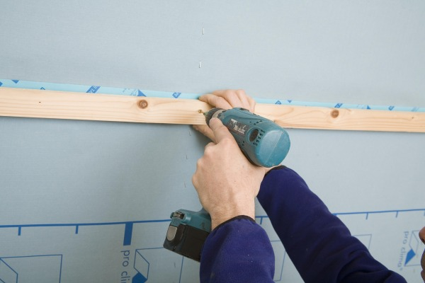 Installing a service batten allows for services and applying this over the tape joint gives extra stability for blown insulation