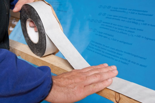 On low pitched roofs nail sealing tape Tescon Naideck should be used