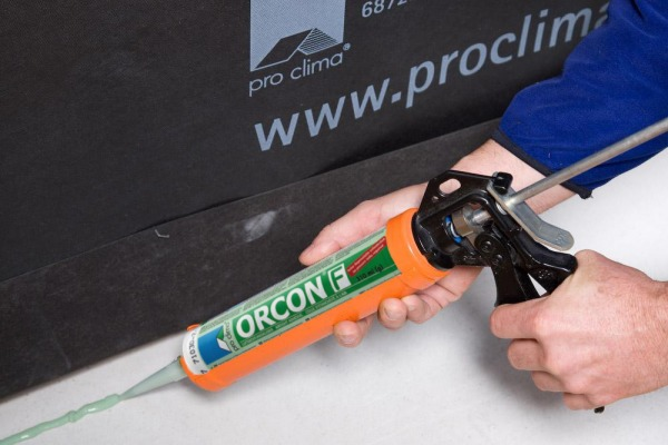 Orcon F being used to stick Fronta Humida to a concrete surface